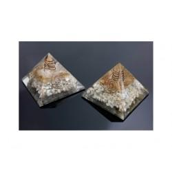 Piramide de orgonite piedra luna mediana