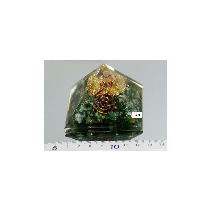 Piramide de orgonite cuarzo verde mediana
