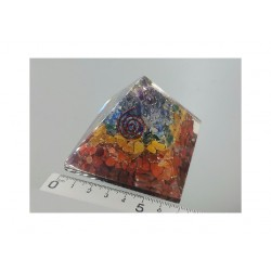 Piramide de orgonite 7 chakras mediana